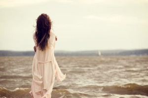 back,dress,horizon,water,alone,girl-f7237054f369aca58041b635c3bfa3d2_h